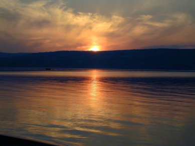 Sunset over the Sea of Galilee (Todd Bolen, bibleplaces.com)