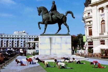 Performative Democracy: How can art help us live democracy? (http://www.gfzk-leipzig.de/?p=19698&lang=en)