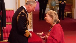 Hilary Mantel speaks to Prince Charles after the investiture ceremony (itv.com)