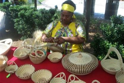 Charleston sweetgrass basket weaver (charlestonchronicle.net)