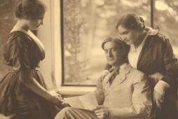 Helen Keller, John Macy, and Anne Sullivan Macy, Wrentham, 1905 (ancestryarchives.blogspot.com)